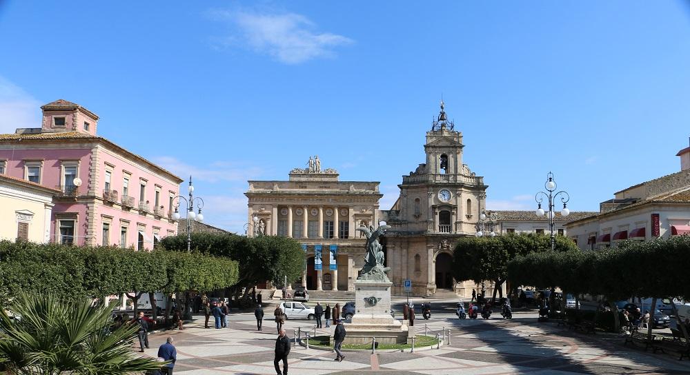 Piazza-del-Popolo-e-Teatro-Vittoria-Colonna